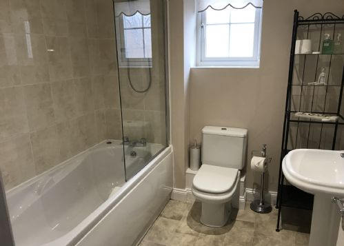 Master ensuite with bath & shower over
