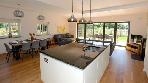 Meadow Barn Kitchen - StayCotswold