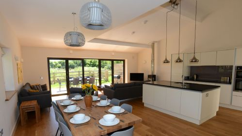 Meadow Barn Kitchen & Dining Area - StayCotswold