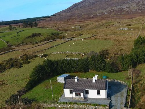 Upfront,up,front,reviews,accommodation,self,catering,rental,holiday,homes,cottages,feedback,information,genuine,trust,worthy,trustworthy,supercontrol,system,guests,customers,verified,exclusive,cottage 317 - recess,love connemara cottages,recess,,image,of,photo,picture,view