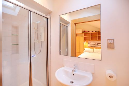Upfront,up,front,reviews,accommodation,self,catering,rental,holiday,homes,cottages,feedback,information,genuine,trust,worthy,trustworthy,supercontrol,system,guests,customers,verified,exclusive,william street lane,greatbase apartments ltd,edinburgh,,image,of,photo,picture,view