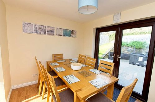 Upfront,up,front,reviews,accommodation,self,catering,rental,holiday,homes,cottages,feedback,information,genuine,trust,worthy,trustworthy,supercontrol,system,guests,customers,verified,exclusive,summer breeze house,holiday home hunter,croyde,,image,of,photo,picture,view