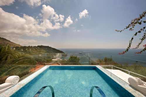 Upfront,up,front,reviews,accommodation,self,catering,rental,holiday,homes,cottages,feedback,information,genuine,trust,worthy,trustworthy,supercontrol,system,guests,customers,verified,exclusive,villa delle sirene,rentals in italy srl,massa lubrense,,image,of,photo,picture,view
