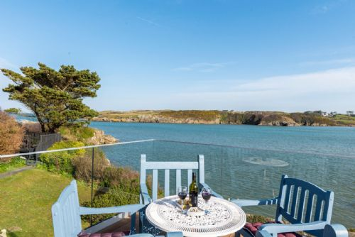 Upfront,up,front,reviews,accommodation,self,catering,rental,holiday,homes,cottages,feedback,information,genuine,trust,worthy,trustworthy,supercontrol,system,guests,customers,verified,exclusive,the view @ the moorings,coastal holidays,cemaes bay,,image,of,photo,picture,view