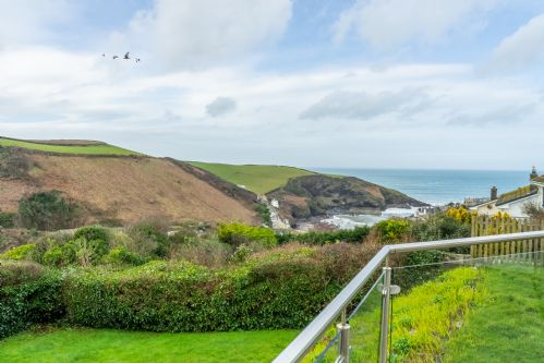 Upfront,up,front,reviews,accommodation,self,catering,rental,holiday,homes,cottages,feedback,information,genuine,trust,worthy,trustworthy,supercontrol,system,guests,customers,verified,exclusive,2 silvershell view,cornwall hideaways,port isaac,,image,of,photo,picture,view