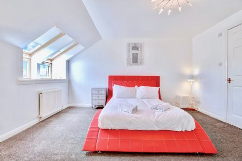Upfront,up,front,reviews,accommodation,self,catering,rental,holiday,homes,cottages,feedback,information,genuine,trust,worthy,trustworthy,supercontrol,system,guests,customers,verified,exclusive,abbey house apartment b,pillow,paisley,,image,of,photo,picture,view