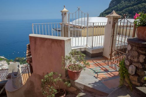 Upfront,up,front,reviews,accommodation,self,catering,rental,holiday,homes,cottages,feedback,information,genuine,trust,worthy,trustworthy,supercontrol,system,guests,customers,verified,exclusive,casa gemma,rentals in italy srl,positano,,image,of,photo,picture,view