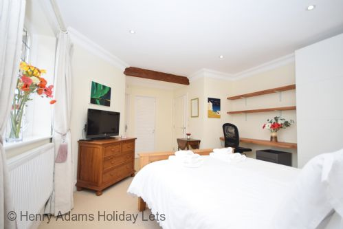 Upfront,up,front,reviews,accommodation,self,catering,rental,holiday,homes,cottages,feedback,information,genuine,trust,worthy,trustworthy,supercontrol,system,guests,customers,verified,exclusive,8 angel yard, midhurst,henry adams holiday lets,midhurst,,image,of,photo,picture,view