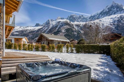 Stunning mountain views to enjoy from the hot tub