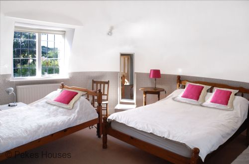 Upfront,up,front,reviews,accommodation,self,catering,rental,holiday,homes,cottages,feedback,information,genuine,trust,worthy,trustworthy,supercontrol,system,guests,customers,verified,exclusive,the oast house,pekes houses,hailsham,,image,of,photo,picture,view