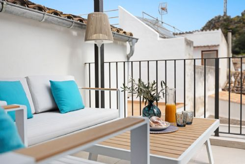 Upfront,up,front,reviews,accommodation,self,catering,rental,holiday,homes,cottages,feedback,information,genuine,trust,worthy,trustworthy,supercontrol,system,guests,customers,verified,exclusive,sion,morgan & morgan fabulously good homes,pollensa,,image,of,photo,picture,view