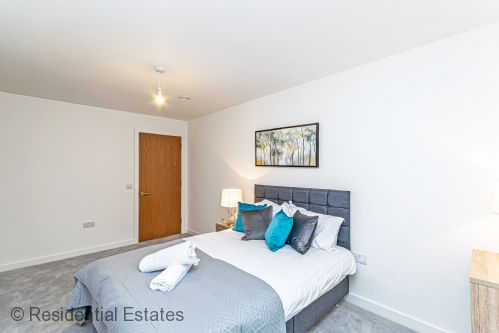 Upfront,up,front,reviews,accommodation,self,catering,rental,holiday,homes,cottages,feedback,information,genuine,trust,worthy,trustworthy,supercontrol,system,guests,customers,verified,exclusive,apt 5 halo house - 1 bed,residential estates,manchester,,image,of,photo,picture,view