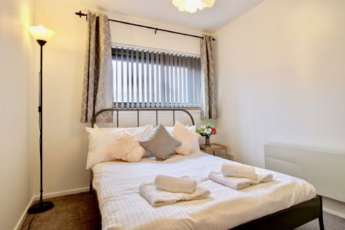Upfront,up,front,reviews,accommodation,self,catering,rental,holiday,homes,cottages,feedback,information,genuine,trust,worthy,trustworthy,supercontrol,system,guests,customers,verified,exclusive,cutty sark apartment ,pillow,glasgow,,image,of,photo,picture,view