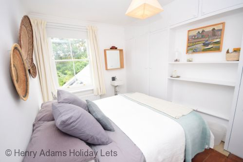 Upfront,up,front,reviews,accommodation,self,catering,rental,holiday,homes,cottages,feedback,information,genuine,trust,worthy,trustworthy,supercontrol,system,guests,customers,verified,exclusive,spring cottage, bosham,henry adams holiday lets,bosham,,image,of,photo,picture,view
