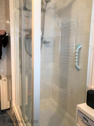 High View B&B Twin Room Kennington Oxford - Shower Room
