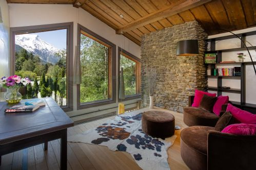 2nd lounge with stunning mountain views