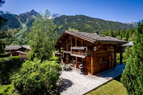 Chalet Myrtille with south facing terrace and mountain views