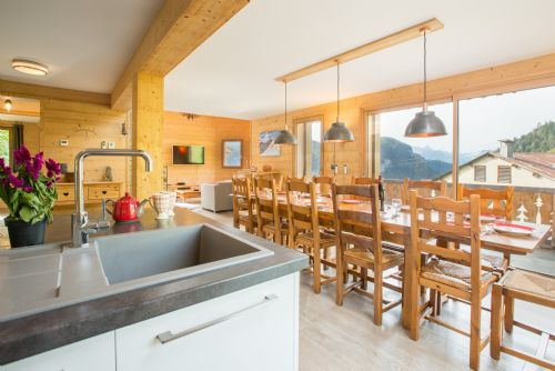 Upfront,up,front,reviews,accommodation,self,catering,rental,holiday,homes,cottages,feedback,information,genuine,trust,worthy,trustworthy,supercontrol,system,guests,customers,verified,exclusive,chalet abracadabra,chalet des fleurs,les gets,,image,of,photo,picture,view