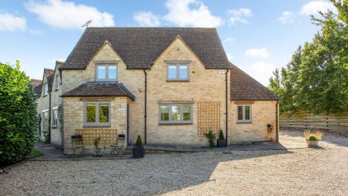 Upfront,up,front,reviews,accommodation,self,catering,rental,holiday,homes,cottages,feedback,information,genuine,trust,worthy,trustworthy,supercontrol,system,guests,customers,verified,exclusive,warren house, kemble,staycotswold,kemble, near cirencester,,image,of,photo,picture,view
