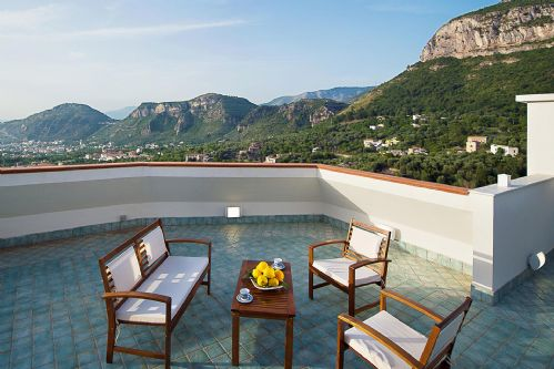 Upfront,up,front,reviews,accommodation,self,catering,rental,holiday,homes,cottages,feedback,information,genuine,trust,worthy,trustworthy,supercontrol,system,guests,customers,verified,exclusive,villa sam,rentals in italy srl,piano di sorrento,,image,of,photo,picture,view