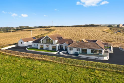 Upfront,up,front,reviews,accommodation,self,catering,rental,holiday,homes,cottages,feedback,information,genuine,trust,worthy,trustworthy,supercontrol,system,guests,customers,verified,exclusive,penthouse apartment,atlantic view,haverfordwest,,image,of,photo,picture,view