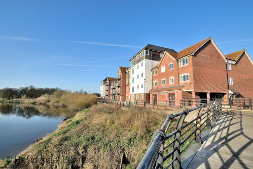 Upfront,up,front,reviews,accommodation,self,catering,rental,holiday,homes,cottages,feedback,information,genuine,trust,worthy,trustworthy,supercontrol,system,guests,customers,verified,exclusive,5 the wharf - 2 bed,residential estates,chester,,image,of,photo,picture,view