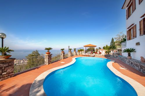 Upfront,up,front,reviews,accommodation,self,catering,rental,holiday,homes,cottages,feedback,information,genuine,trust,worthy,trustworthy,supercontrol,system,guests,customers,verified,exclusive,villa miramare,rentals in italy srl,sorrento,,image,of,photo,picture,view
