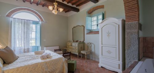 Views over pool and garden. Lots of traditional Tuscan features and comfortable beds