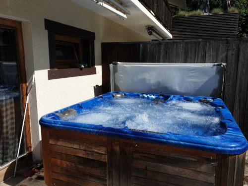 6 seated hot tub