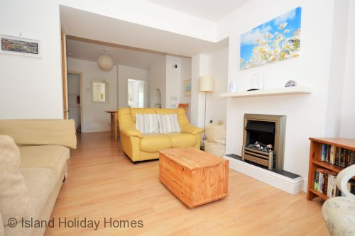 Upfront,up,front,reviews,accommodation,self,catering,rental,holiday,homes,cottages,feedback,information,genuine,trust,worthy,trustworthy,supercontrol,system,guests,customers,verified,exclusive,quay cottage,island holiday homes,newport,,image,of,photo,picture,view