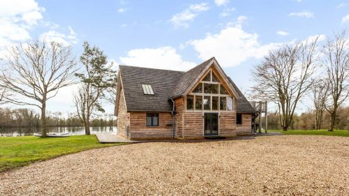 Great Moor Lake House - StayCotswold