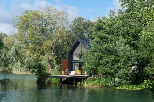 Upfront,up,front,reviews,accommodation,self,catering,rental,holiday,homes,cottages,feedback,information,genuine,trust,worthy,trustworthy,supercontrol,system,guests,customers,verified,exclusive,the willow lodge,little horseshoe lake ltd,cirencester,,image,of,photo,picture,view