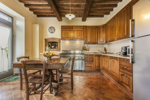 Kitchen and breakfast table, entance to terraces