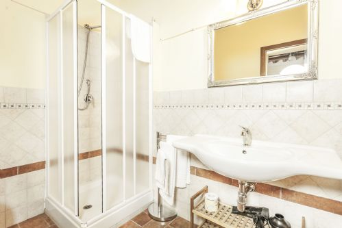 ANother ensuite bathroom, this one with powerful massage shower