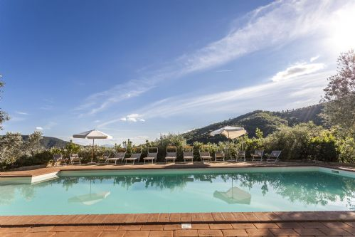 THe very large pool has breathtaking views of the valley and countryside