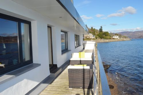 Upfront,up,front,reviews,accommodation,self,catering,rental,holiday,homes,cottages,feedback,information,genuine,trust,worthy,trustworthy,supercontrol,system,guests,customers,verified,exclusive,waterside villa,argyll self catering holidays,tighnabruaich,,image,of,photo,picture,view