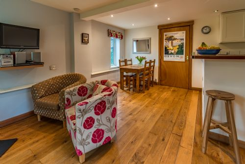Upfront,up,front,reviews,accommodation,self,catering,rental,holiday,homes,cottages,feedback,information,genuine,trust,worthy,trustworthy,supercontrol,system,guests,customers,verified,exclusive,damson cottage,mazzard farm,ottery st. mary,,image,of,photo,picture,view