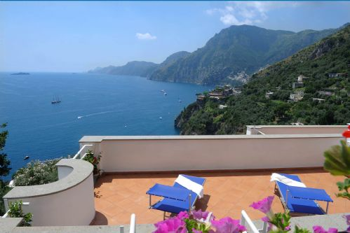 Upfront,up,front,reviews,accommodation,self,catering,rental,holiday,homes,cottages,feedback,information,genuine,trust,worthy,trustworthy,supercontrol,system,guests,customers,verified,exclusive,villa valeria,rentals in italy srl,positano,,image,of,photo,picture,view