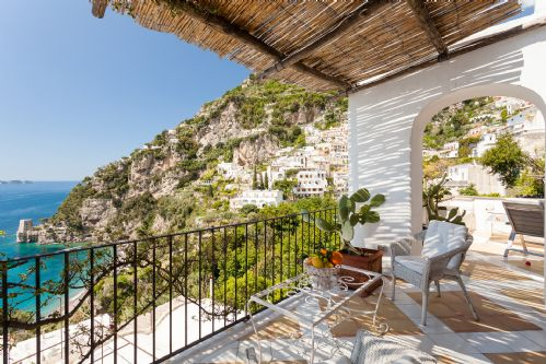 Upfront,up,front,reviews,accommodation,self,catering,rental,holiday,homes,cottages,feedback,information,genuine,trust,worthy,trustworthy,supercontrol,system,guests,customers,verified,exclusive,casa bellevue,rentals in italy srl,positano,,image,of,photo,picture,view