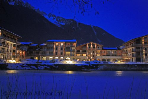 La Cordee at night