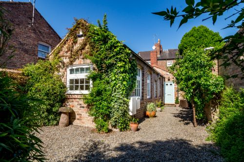 Upfront,up,front,reviews,accommodation,self,catering,rental,holiday,homes,cottages,feedback,information,genuine,trust,worthy,trustworthy,supercontrol,system,guests,customers,verified,exclusive,moatside gate,stays york,york,,image,of,photo,picture,view