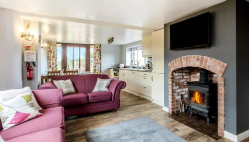 Upfront,up,front,reviews,accommodation,self,catering,rental,holiday,homes,cottages,feedback,information,genuine,trust,worthy,trustworthy,supercontrol,system,guests,customers,verified,exclusive,saffi's cottage,south coombe country cottages,tiverton,,image,of,photo,picture,view