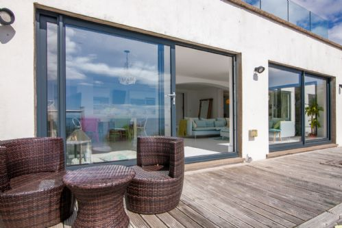 Upfront,up,front,reviews,accommodation,self,catering,rental,holiday,homes,cottages,feedback,information,genuine,trust,worthy,trustworthy,supercontrol,system,guests,customers,verified,exclusive,yarari apartment,island escapes,onchan, isle of man,,image,of,photo,picture,view