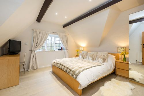 Upfront,up,front,reviews,accommodation,self,catering,rental,holiday,homes,cottages,feedback,information,genuine,trust,worthy,trustworthy,supercontrol,system,guests,customers,verified,exclusive,culls cottage,eco chic cottages,southrop,,image,of,photo,picture,view