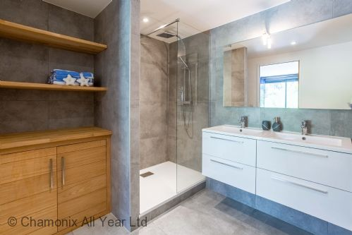 Ensuite master bathroom with shower & WC