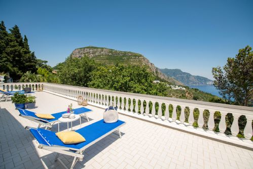 Upfront,up,front,reviews,accommodation,self,catering,rental,holiday,homes,cottages,feedback,information,genuine,trust,worthy,trustworthy,supercontrol,system,guests,customers,verified,exclusive,villa lamaro,rentals in italy srl,piano di sorrento,,image,of,photo,picture,view