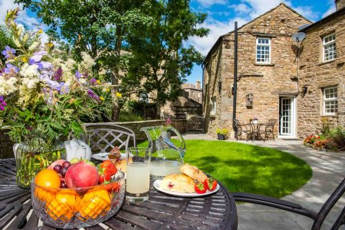 Upfront,up,front,reviews,accommodation,self,catering,rental,holiday,homes,cottages,feedback,information,genuine,trust,worthy,trustworthy,supercontrol,system,guests,customers,verified,exclusive,urlay nook,askrigg cottage holidays,askrigg,,image,of,photo,picture,view