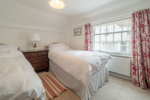Upfront,up,front,reviews,accommodation,self,catering,rental,holiday,homes,cottages,feedback,information,genuine,trust,worthy,trustworthy,supercontrol,system,guests,customers,verified,exclusive,crown cottage,idyllic suffolk,colchester,,image,of,photo,picture,view
