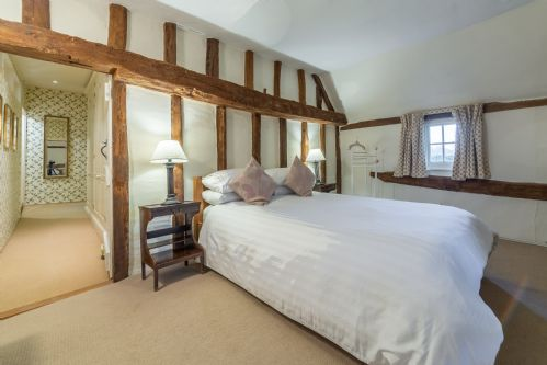 Upfront,up,front,reviews,accommodation,self,catering,rental,holiday,homes,cottages,feedback,information,genuine,trust,worthy,trustworthy,supercontrol,system,guests,customers,verified,exclusive,the gildhall,idyllic suffolk,colchester,,image,of,photo,picture,view