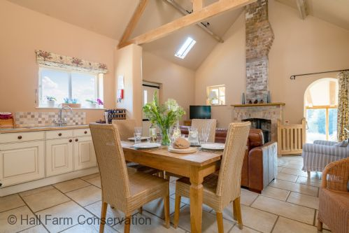 Upfront,up,front,reviews,accommodation,self,catering,rental,holiday,homes,cottages,feedback,information,genuine,trust,worthy,trustworthy,supercontrol,system,guests,customers,verified,exclusive,little walk cottage,hall farm conservation,grimsby,,image,of,photo,picture,view